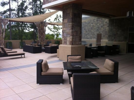 ‪‪Embassy Suites by Hilton Raleigh - Durham Airport/Brier Creek‬: water feature and lounge area