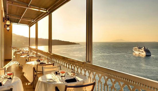 Vesuvio Roof Restaurant Sorrento: Restaurant terrace... book your panoramic table now!