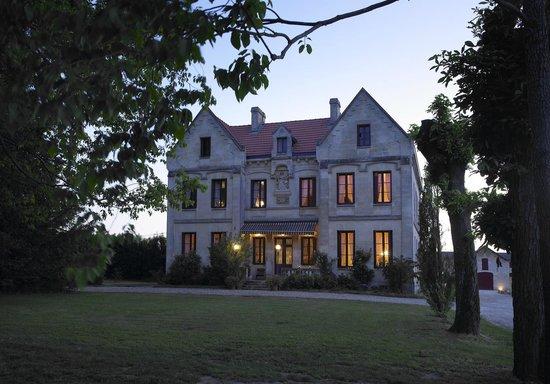 Chateau Lavergne-Dulong - Chambres d'hotes: Le chateau