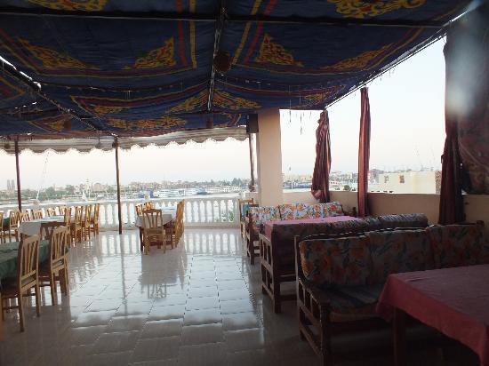 Hotel El Mesala & Restaurant: Roof top terrace restaurant