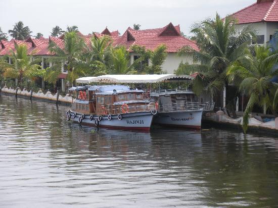 Lake Palace Resort: Auctioned Moterised Boats