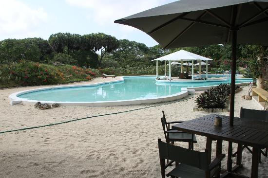Royal Tulia resort: Piscina e spiaggetta