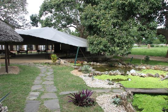 Royal Tulia resort: Laghetto e sala padiglione polifunzionale