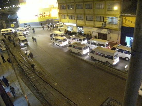 Santa Maria Inn Puno: la rue bruyante depuis la chambre