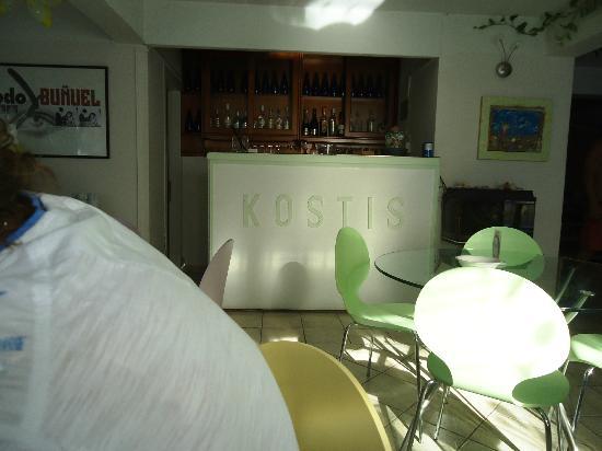 Hotel Kostis: Frühstücksraum und Bar