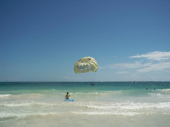 Paradisus Punta Cana Resort: parasailing on beach at Paradisus Punta Cana, DR