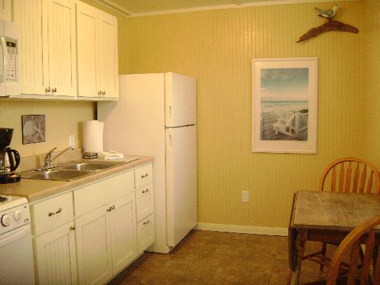 The Cottages at Seashell Village: Kitchen in cottage suite
