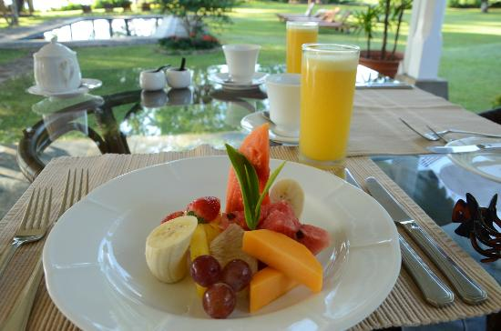 Ceylon Tea Trails: breakfast fruit platter