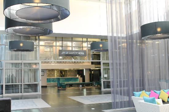 DoubleTree by Hilton Cape Town - Upper Eastside: hotel entrance