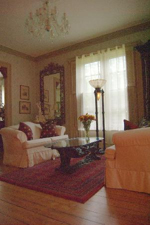 Captain A. V. Nickels Inn : 1st Parlor