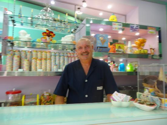 Gelateria Il Dolce Sorriso : Sweet Raphael is in the perfect business!