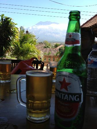 Wayan Restaurant: Bintang with Mount Agung...relax~~!