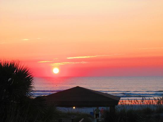 Holiday Isle Oceanfront Resort: sunrise