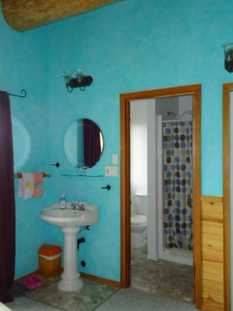 Tschurtschenthaler Lodge B and B: Ensuite bathroom