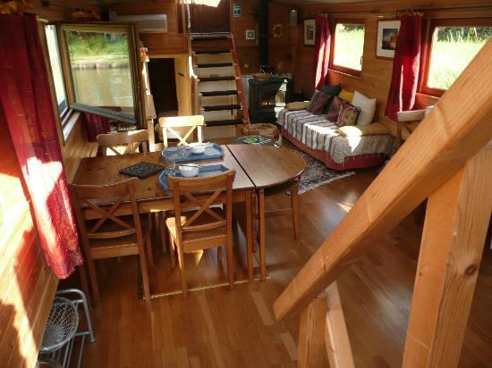 Peniche Kapadokya: Salle à manger-salon