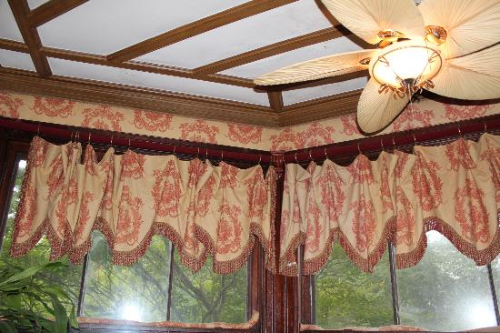 Firmstone Manor: Ceiling in sun room