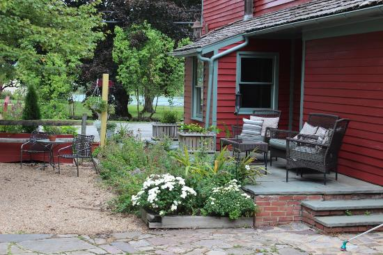Inn at Gristmill Square: Another wonderful place to rest after a delicious meal in the Waterwheel
