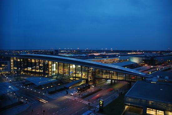 Clarion Hotel Copenhagen Airport: View towards Kastrup terminal