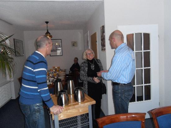 Haus Alle Jahreszeiten: Rob & Loet de harde werkers in de eetkamer