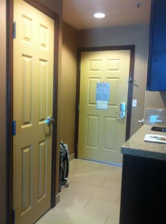 Holiday Inn Express & Suites Salinas: Entry