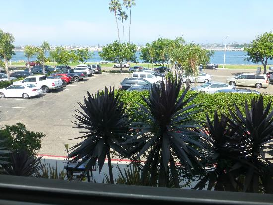Hyatt Regency Mission Bay: Room view of parking lot