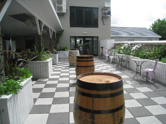 The Central Bar and Restaurant: Smoking area