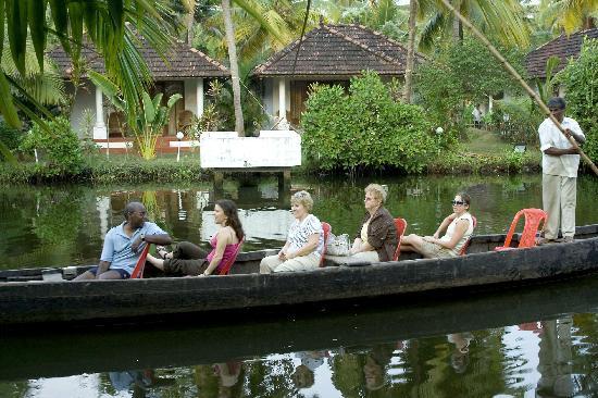 Coir Village Lake Resort: canoe ride