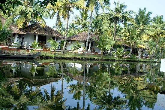 Coir Village Lake Resort: cottages