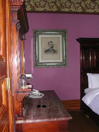 Chateau Tivoli Bed & Breakfast: Isadora Duncan room2