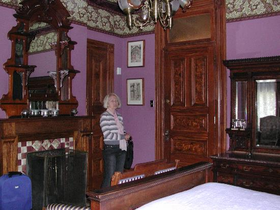 Isadora duncan room5 picture of chateau tivoli bed for Chatodax tavoli