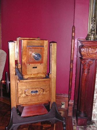 Chateau Tivoli Bed & Breakfast: Una dagerrotype