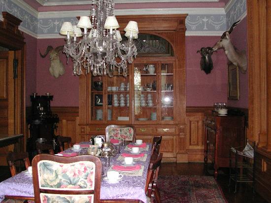 Chateau Tivoli Bed & Breakfast: Zona colazione