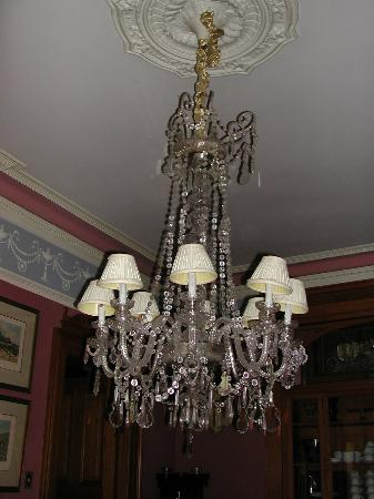 Chateau Tivoli Bed & Breakfast: Lampadario