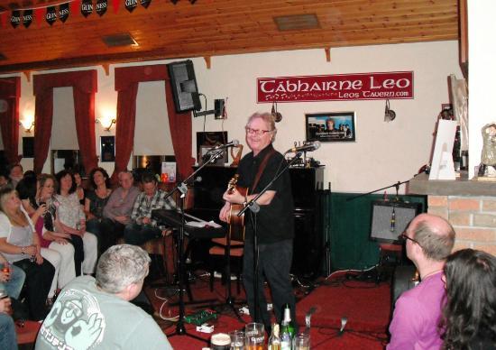 Leo's Tavern : Paul Brady plays at Leos