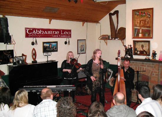 Leo's Tavern : Moya Brennan and band