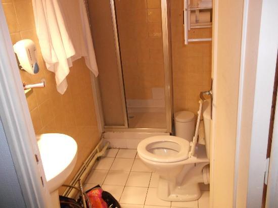 Hotel les Lavandes : salle d'eau