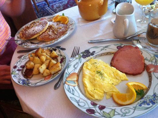 Lamplight Inn Bed and Breakfast : Great Breakfast