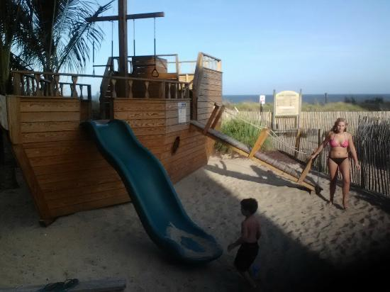 Carousel Resort Hotel & Condominiums: Loved the Pirate ship