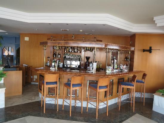 KN Matas Blancas: Small bar