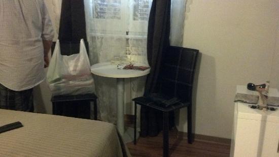 Condotti Inn: pequeño comedor
