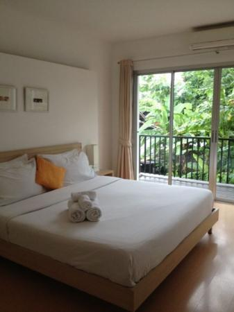 Studio 99 Serviced Apartments: master bedroom