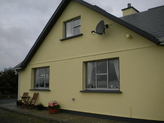 Clifden Farmhouse: retro