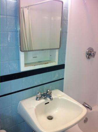 Provincetown Inn Resort & Conference Center: This is the bathroom for a $300/night room.