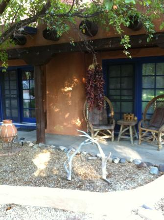 Adobe and Pines Inn B&B: Outside the Puerta Cobre