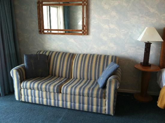 Quality Inn & Suites Beachfront Ocean City: Sofa