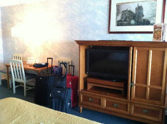 Quality Inn & Suites Beachfront Ocean City: TV