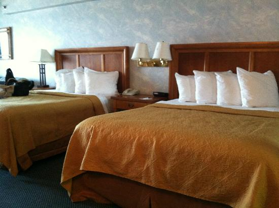 Quality Inn & Suites Beachfront Ocean City: Queen Beds
