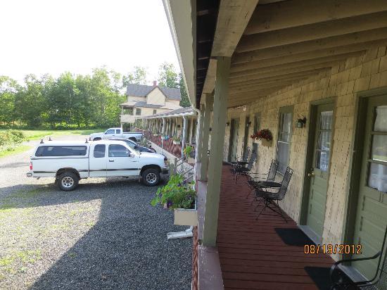 Birchwood: Porch