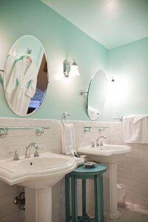 Bridge House Bed and Breakfast: The Sundial Room Double Pedestal Sinks