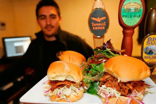 Big Sur Taphouse: Steve with tasty bbq pork sliders!